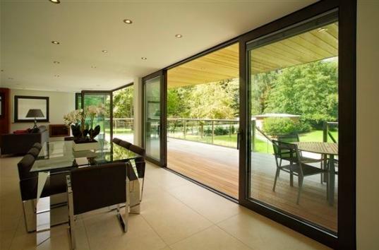 optez pour une baie vitr e pour profiter du soleil et dautres avantages. Black Bedroom Furniture Sets. Home Design Ideas